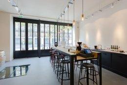 la salle de dégustation/le bar